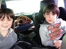 Synové Aleny Šeredové Louis a David a jejich pes Sprint (4. března 2014)