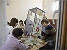 Volební komise na krymském poloostrovu přepočítávají hlasy. (16. 3. 2014)