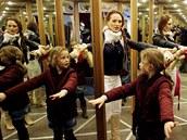 Nové zrcadlové bludiště bylo otevřeno na Můstku v centru Prahy