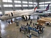 Pohled do haly opravny letadel Job Air Technic na mošnovském letišti.