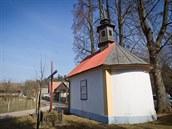Opravená kaplička bratry Kmoškovými.