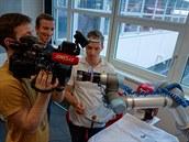 Kameramana bavilo s robotem pracovat. Akci, kterou jsme naprogramovali, robot...