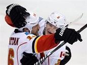 Brian McGrattan /vlevo) a Ladislav Šmíd slaví gól Calgary.