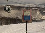 Do Niseka se jezdí za parádním sněhem a neupravenými terény.