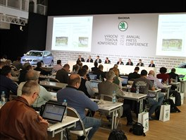 Výroční tisková konference Škoda Auto. Vpravo škodovka v novém designu VisionC.