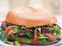 Hamburger s červenou řepou