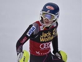ZASE PRVNÍ. Mikaela Shiffrinová z USA v cíli prvního kola slalomu ve finále SP