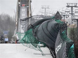 Mistrovství světa v letech na lyžích 16. března v Harrachově. Vítr komplikuje...