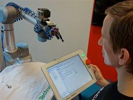 Programování i ovládání probíhá ve vlastním programu UR Software (běží na...
