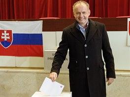 Kandidát na slovenského prezidenta Andrej Kiska odevzdal 15. března v Popradě...