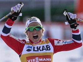 Therese Johaugová coby vítězka závodu SP ve Falunu.