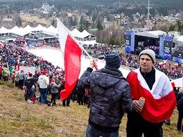 ČEKÁNÍ. Fanoušci čekají, jestli se uskuteční 3. kolo MS v letech na lyžích v...