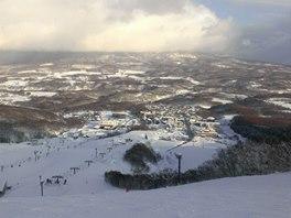 Vesnička Nieko Hirafu je opravdu malinká. ovšem lyžování je tu kolosální....