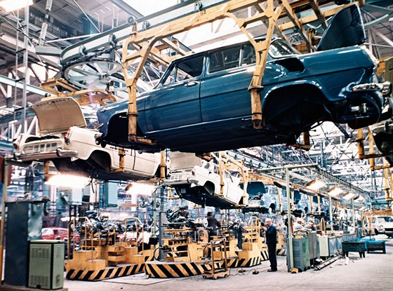 Výroba vozu ŠKODA 1000 MB v 60. letech v novém závodě v Mladé Boleslavi
