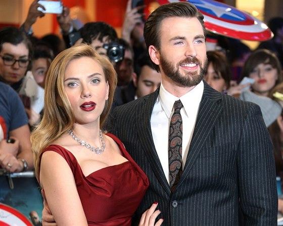 Chris Evans a Scarlett Johanssonová