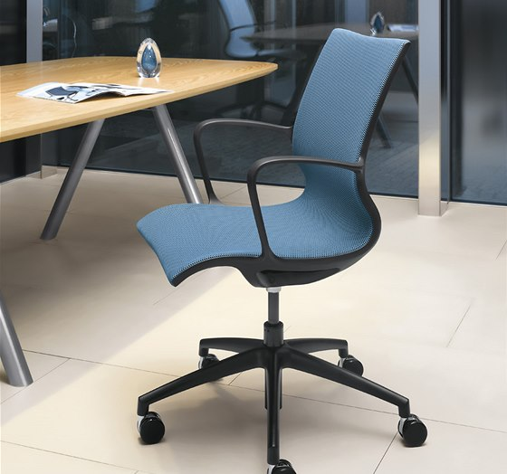 Židle Evereday - u čalounění lze zvolit černou samonosnou síťovinu nebo 3D