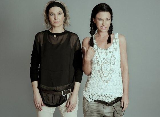 RODINA POD LUPOU: G�bina Party�ov� a jej� sestra Monika Dvo��kov�