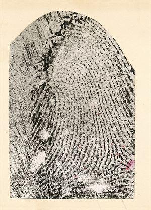 Otisk prstu nalezený na místě činu.