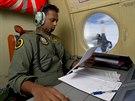 Australané pátrají po troskách letu MH370 (21. března 2014)