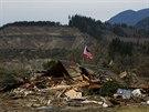 Trosky po sesuvu půdy v americkém státě Washington (25. března 2014)
