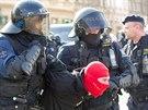 POLICEJNÍ ZÁSAH. Proti sparťanským fanouškům policie zasahovala už před