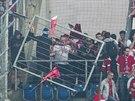 Nejen v Ostrav� demolovali fotbalov� chulig�ni stadion. Na Slov�cku ��dili...