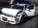 Hromadná nehoda šesti aut zablokovala obousměrně silnici R7 Praha - Slaný
