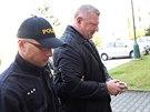 Policie se zadrženým Ivo Rittigem. (21.3.2014)