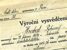 V letech 1925-26 na gymnáziu, dnes na tř. Kpt. Jaroše v Brně, Hrabal propadal.