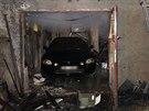 Plameny se nerozšířily do garáže, kde stálo osobní auto.Požár chaty v Říčanech...