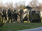 Rusk� arm�da obsadila v�t�inu vojensk�ch z�kladen na Krymu (24. b�ezna)