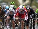 Norský cyklista Alexander Kristoff (v červeném) vyhrál 105. ročník klasiky