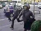 Čtveřice mužů, která ze zlatnictví v ulici Jana Želivského na Žižkově ukradla