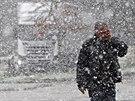 Návrat zimy na dálnici D1. Na 112. kilometru u Jihlavy ráno hustě sněžilo (24....