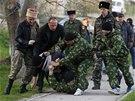 Proruská domobrana v Belbeku (22. března 2014)