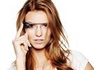 Kamila Bezpalcová a chytré brýle Google Glass. Za zapůjčení brýlí děkujeme...