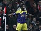 ROZRADOVANÝ STŘELEC. Wilfried Bony ze Swansea po gólu do sítě Arsenalu.