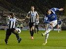 GÓLOVÁ STŘELA. Ross Barkley z Evertonu skóruje v utkání proti Newcastlu.