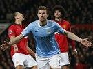 STŘELEC. Edin Džeko z Manchesteru City slaví svůj druhý gól proti Manchesteru