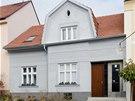 Řešením bydlení může být i rekonstrukce staršího domu.