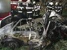 Při nehodě auta u obce Grunta na Kolínsku zemřeli dva lidé.