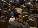 Příbuzní pasažérů z letu MH370 se v pondělí 24. března sešli na letišti v...