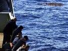 Australští námořníci hledají trosky boeingu v jižní části Indického oceánu....