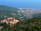 Z m�ste�ka Marcina vede na Monte Capane (1019 m), nejvy��� vrchol Elby,...