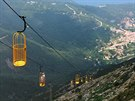 Lanovka na Monte Capane (1019 m) byla postavena v roce 2004. Turist� stoj� v...
