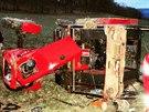 Při převrácení traktoru se zranil řidič i spolujezdec. Jednoho z mužů stroj...