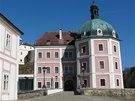 V těsném sousedství hradu byl v polovině 18. století vybudován zámek.