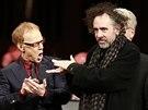 Filmový skladatel Danny Elfman (vlevo) a režisér Tim Burton na koncertě v...