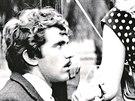 Jiří Hrzán, Iva Janžurová a Vladimír Pucholt ve filmu Svatba jako řemen