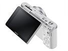 Třípalcový displej Samsungu MX mini lze vyklopit o 180 stupňů.